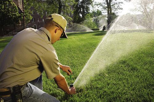 طراحی و اجرای سیستم های آبیاری بارانی اتوماتیک